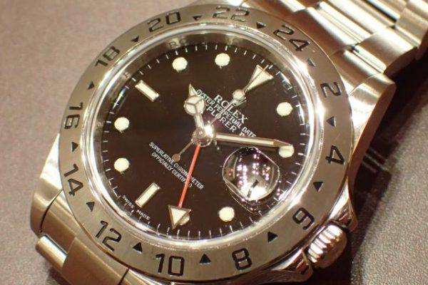 赤の24時間針が目を引くモデル REF.16570 ブラックダイヤル