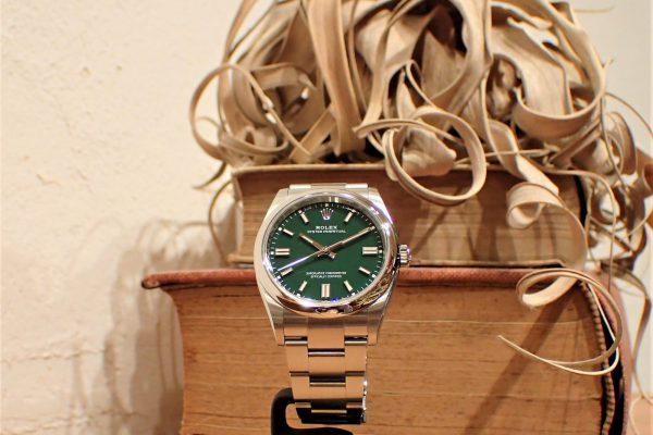 グリーンの時計なら…